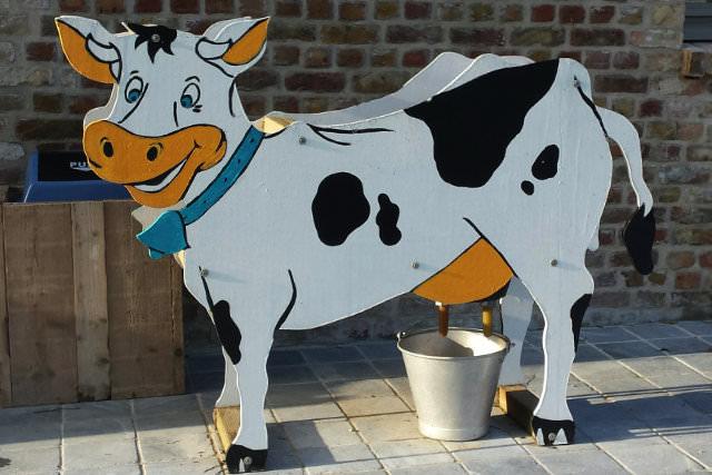 Een koe melken